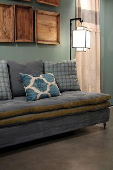 banquette caravane pour bureau sur grosse planche bois marnes pinterest banquettes et bureaux. Black Bedroom Furniture Sets. Home Design Ideas