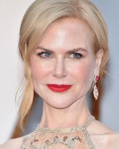 Makeup maven Jeanine Lobell used a combination of drugstore and prestige makeup on Nicole Kidman for the 2017 Academy Awards; details here!