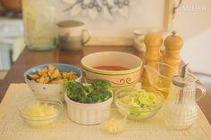 Salsa de brócoli y mejillones:Ingredientes: 1/2 taza de pulpa de mejillones350 ml de pulpa de tomate1 taza de brócoli1 puerro en rodajas1 tronco de apio picado1/4 taza de vino blanco2 dientes de ajo picados1 cdita de azúcarSal y pimienta