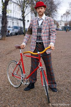 Adam rides a Tokyobike Classic © Horst Friedrichs –Cycle Style by Horst A Friedrichs is published by Prestel