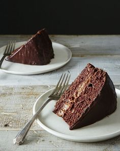 This vegan chocolate cake with chocolate filling and ganache is to. die. for,