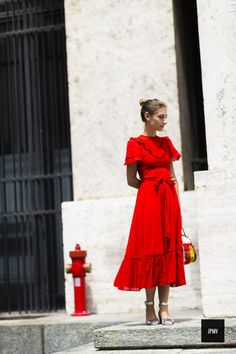 Red dress inspo this rainy and gray Monday. Style Année 70, Style Retro, Red Fashion, Fashion Outfits, Feminine Fashion, Womens Fashion, Red Summer Dresses, Red Gowns, Mode Outfits