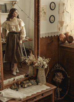 Film Aesthetic, Aesthetic Vintage, Vintage Inspired Bedroom, Vintage Hippie, Belfast, Feminine Style, Alternative Fashion, Everyday Fashion, Light In The Dark