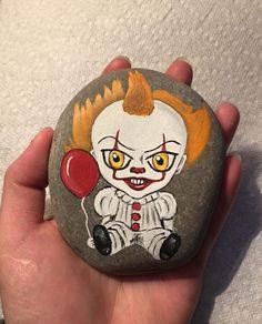 Autumn Painting, Pebble Painting, Autumn Art, Stone Painting, Rock Painting Patterns, Rock Painting Designs, Stone Crafts, Rock Crafts, Hunting Painting