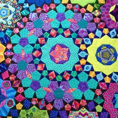 La Passacaglia quilt by Wendy in New Zealand   Wendy's quilts and more. The design is from Millefiori Quilts by Willyne Hammerstein.