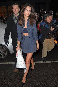 Pin for Later: The Sexiest Crop-Top Moments of 2015 —So Far Emily Ratajkowski Emily Ratajkowski proved her style prowess by mixing blue and black in a Marc Jacobs look. In fact, she solidified our girl crush in that bandeau!