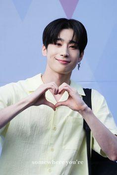 the hot daddy -han seungwoo Kpop, What U Want, Thing 1, Seong, My Daddy, Handsome Boys, My Sunshine, K Idols, South Korean Boy Band