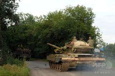 ウクライナ東部ドネツク(Donetsk)近郊を走行する親ロシア派武装集団の戦車(2014年7月19日撮影、資料写真)。(c)AFP/DOMINIQUE FAGET ▼27Jul2014AFP|ウクライナの親露派、博物館の戦車など略奪 実戦に投入? http://www.afpbb.com/articles/-/3021582 #Donetsk