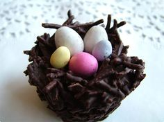 Something for Easter - I've made these before, but never thought of using the crunchy noodles! http://candy.about.com/od/eastercandyrecipes/r/crunchynests.htm