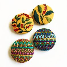 Floral or geometric? #handembroidery #buttons #embroidery #stitch #bordado #nakış #etsy #etsyseller #floral #geometric #threadart #creamente