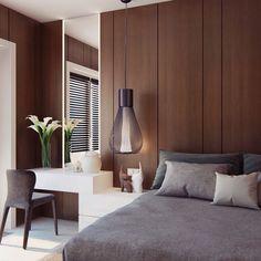 O painel em madeira ganha destaque com o rasgo de espelho e o pendente cheio de estilo