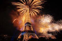 Fireworks over Paris for Bastille Day 2014 作者 Jacques Bravo