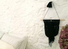 black wool macramé wall hanging by Sara Pierazzuoli pom-pom.me