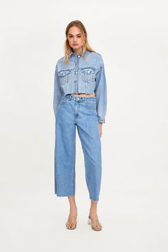 Cropped denim jacket and high waist jeans
