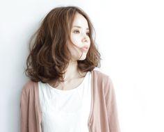髪型/ヘアスタイル/Hairstyle/はねやすいミディアムスタイルは、ホットパーマをかけることでスタイリングがとても簡単になります。
