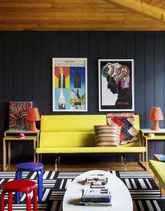 Décor do dia: sala de estar preta e colorida Ambiente cria fórmula ideal misturando ousadia e equilíbrio 16/11/2016 | Casa Vogue