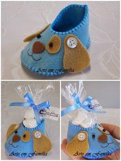 Mais um modelo de lembrancinhas disponível!   Sapatinhos de bebê em feltro, com balinhas de coco. E depois, o sapatinho ainda se transforma...
