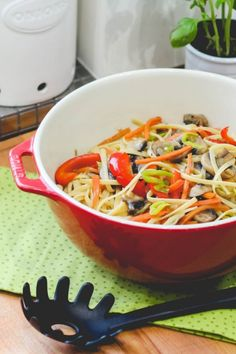 Japchae, Thai Red Curry, Spaghetti, Rice, Vegetables, Ethnic Recipes, Kitchen, Food, Diet