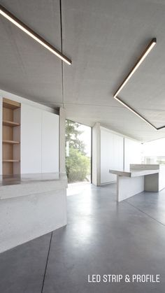 Image 3 of 28 from gallery of House CM Sint-Truiden / MASS Architects. Photograph by Philippe Van Gelooven Linear Lighting, Modern Lighting, Lighting Design, Light Architecture, Interior Architecture, Interior Design, Kitchen Soffit, Kitchen Walls, Blitz Design