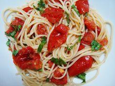 Massa com tomate assado, alho assado e manjericão, vegan not guilty pleasure