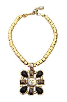 Exquisite CHANEL 1997 Pendant Necklace