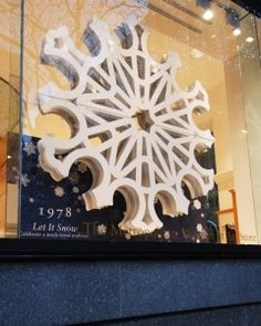 Check out VMSD's annual holiday windows recap! Shown: Metropolitan Museum of Art, New York. Photography: Kathy Mucciolo, New York (more: http://vmsd.com/content/holiday-windows-2014-4)