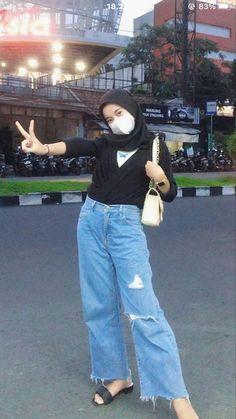 Hijab Casual, Ootd Hijab, Hijab Chic, Hijab Outfit, Cool Girl Pic, Hijab Fashion, Angle Foto, Velvet Fashion, Outfits