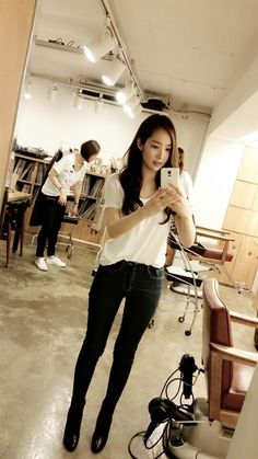 Selca Sunday Will Give You Angel Wings Korean Beauty, Asian Beauty, Asian Woman, Asian Girl, Secretary Outfits, Divas, Prettiest Actresses, Park Min Young, Korean Star