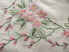 Vintage Hand Embroidered Linen Tablecloth - Hand Embroidery Projects, Embroidery Transfers, Hand Embroidery Stitches, Vintage Embroidery, Hand Stitching, Embroidery Designs, Linen Wallpaper, Linen Tablecloth, Vintage Textiles