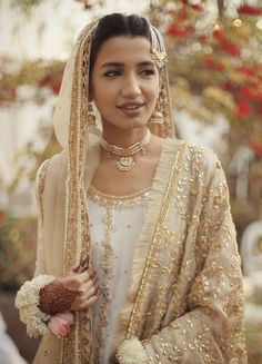 There is something to be said about keeping it simple.it looks incredibly elegant and beautiful Pakistani Wedding Outfits, Pakistani Bridal Dresses, Bridal Outfits, Wedding Attire, Indian Dresses, Wedding Dresses, Indian Outfits, Bridal Looks, Bridal Style