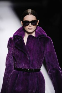 We Love Alberta Ferretti! Her Fall 2012 collection seems to embrace all the key trends providing chic, sexy, feminine looks that will work beautifully for a broad spectrum of fashionable women. Purple Love, Purple Lilac, All Things Purple, Shades Of Purple, Deep Purple, Purple Fashion, Fur Fashion, Runway Fashion, Color Violeta