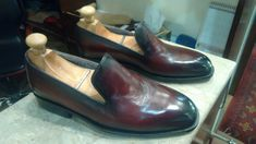 Top Quality Handmade Ox Blood Patina Whole Cut Loafers For Men Formal Shoes Material: A Grade 100 % pure leather, A grade cowhide leather upper and full leather lining inside. These classic loafers are totally handcr. Cowhide Leather, Leather Men, Leather Shoes, Custom Made Shoes, Custom Boots, Dress Loafers, Loafers Men, Ankle Boots Men, Shoe Boots