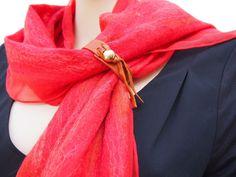 Rode sjaal chiffon zijde gevilt met zachte merinowol door RiViDesign