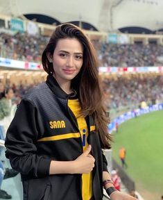 Awesome Photos of Gorgeous Actress Sana Javed at Opening Ceremony of Last Night Pakistani Models, Pakistani Girl, Pakistani Dress Design, Pakistani Actress, Pakistani Dresses, Beauty P, Beauty Full Girl, Hot Girls, Pakistan Fashion