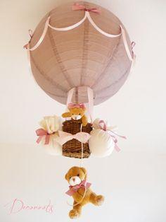 lampe enfant bébé montgolfière ours et oursonne peluche rose pastel taupe vieux rose marron décoration chambre lustre suspension abat-jour