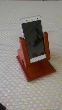 Cep telefonu için stand  (paduk ağacı)