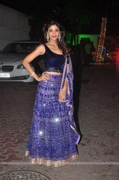 http://img.india-forums.com/images/600x0/384097-shilpa-shetty-diwali-bash.jpg