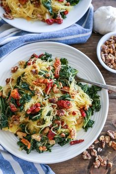 Roasted garlic and kale spaghetti squash with sun-dried tomatoes and walnuts makes for a comforting, low-carb meal requiring only 5 main ingredients! Plus the recipe is simple to prepare!   Ov…