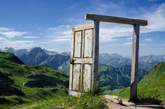 The Portal at Oberstdorf, Germany Portal, Beautiful World, Beautiful Places, Simply Beautiful, Entrée Simple, Photo Voyage, Old Wooden Doors, Voyager Loin, Doorway