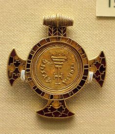 British Museum - jewellery 7th cent.  Anglo-Saxon,Garnet cross framing  a gold coin of Heraclius. AD  613-632