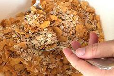 Heute zeigen wir euch, wie man leckeres, gesundes Knusper-Müsli selbst zubereitet. Zutaten: 250 gkernige Bio-Haferflocken 250 g Bio-Dinkelflocken 100 g gehackte Mandeln 150 g Cornflakes, ungesüßt ...