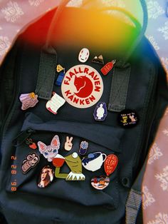 Mochila Kanken, Mochila Grunge, Backpack With Pins, Aesthetic Backpack, Cute Backpacks, Vsco, Workout, My Style, Kanken Backpack Mini