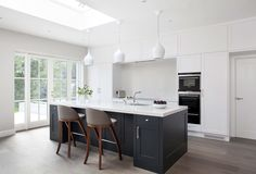 A modern kitchen design installed in Proby Square, Dublin. Hand Painted Farrow and Ball paints, floor to ceiling storage with Silestone worktops. Shaker Style Kitchens, Black Kitchens, Cool Kitchens, Shaker Kitchen, Modern Kitchens, Kitchen Design Gallery, Modern Kitchen Design, Interior Design Kitchen, Kitchen Wet Bar