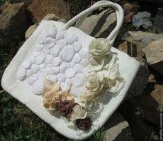 """Женские сумки ручной работы. Ярмарка Мастеров - ручная работа. Купить Сумка войлочная """"Белые розы"""". Handmade. Белый"""