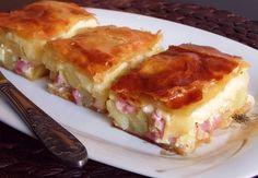 Un aperitiv perfect pentru ocazii speciale este delicioasa Placinta de cartofi cu bacon si branza. Se prepara foarte usor din cateva ingredientele pe care sigur le aveti in casa. Ingrediente Placinta de cartofi cu bacon si branza: 500 grame foi de placinta 1 kg cartofi 200 grame bacon taiat cubulete