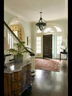 Elegant Kentucky Charm by Matthew Carter Interiors – The Glam Pad – Decorating Foyer Grand Entryway, Entry Foyer, Grand Entrance, Entryway Stairs, Entry Way Rugs, Door Entry, Front Entry, Design Entrée, House Design