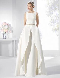 Trajes de novia sin vuelo con falda lápiz y falda superior de quita y pon.