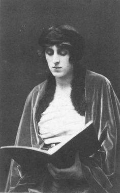 Vita 1916 Natalie Clifford Barney, Vintage Photographs, Vintage Photos, Anita Berber, Vita Sackville West, Third Republic, Jazz, Bloomsbury Group, English Poets