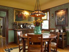 """Dining room in a 1916 Aladdin kit house (""""The Rossley""""). The large vase on the Limbert dining table is by Wheatley. — Arts & Crafts Homes and the Revival — Photos by Gridley + Graves Bungalow Dining Room, Craftsman Dining Room, Craftsman Interior, Craftsman Style Homes, Craftsman Bungalows, Craftsman Houses, Craftsman Decor, Craftsman Cottage, Arts And Crafts Interiors"""