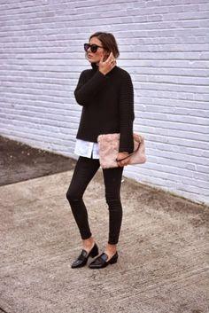 Look con mocasines negros suéter negro jeans negros